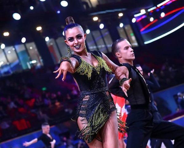 Спортивно-бальные танцы: средний уровень